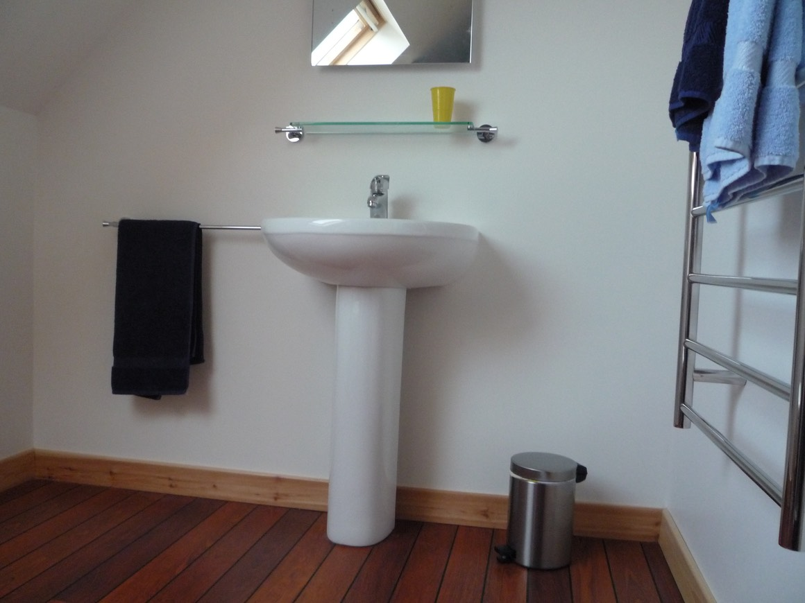 Pooltiel-House-Scottish-holiday-home-upstairs-bathroom